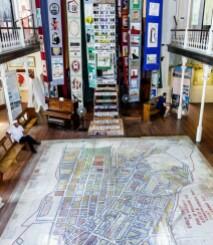 """Лекция Элван Забунян : Что сегодня понимается под """"деколонизацией музея""""? Модель музея такого типа на примере Музея Шестого округа в Кейптауне"""